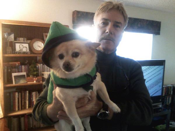 Happy holidays from the Holtz family and their Pom Chihuahua, Mandy. <span class=meta>(ABC7 Photo&#47;The Holtz)</span>