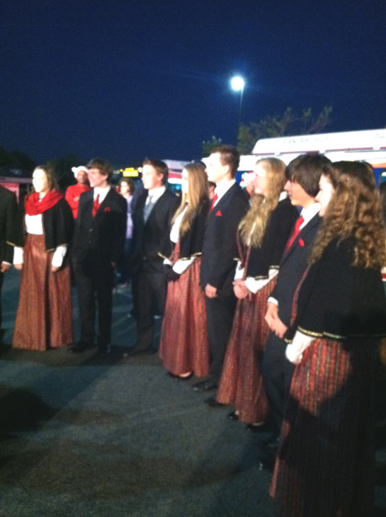 Christmas carolers stop by the &#39;Spark of Love Toy Drive&#39; at Mathis Brothers in Ontario on Friday, Dec. 2, 2011. <span class=meta>(KABC Photo)</span>