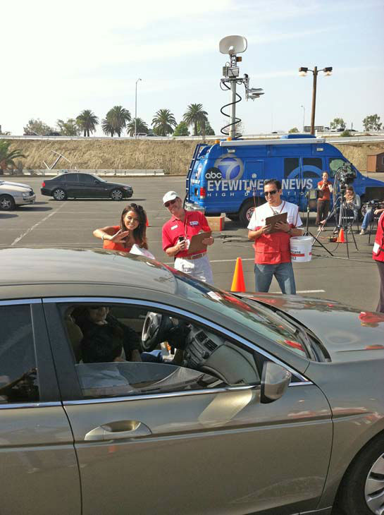 ABC7 Eyewitness News traffic reporter Alysha Del Valle and American Red Cross volunteers wave at a few donors at our Sandy relief drive at the Honda Center in Anaheim on Thursday, Nov. 1, 2012.  <span class=meta>(KABC)</span>