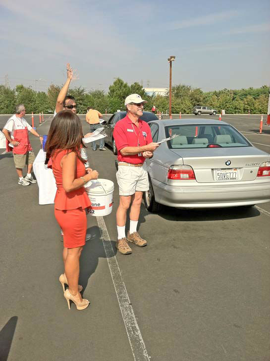 "<div class=""meta ""><span class=""caption-text "">ABC7 Eyewitness News traffic reporter Alysha Del Valle and American Red Cross volunteers wave at a few donors at our Sandy relief drive at the Honda Center in Anaheim on Thursday, Nov. 1, 2012.  (KABC)</span></div>"