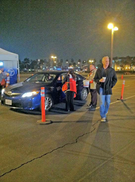"<div class=""meta ""><span class=""caption-text "">ABC7 Eyewitness News weathercaster Garth Kemp and American Red Cross volunteers at ABC7's Sandy relief drive at the Honda Center in Anaheim on Thursday, Nov. 1, 2012. (KABC)</span></div>"