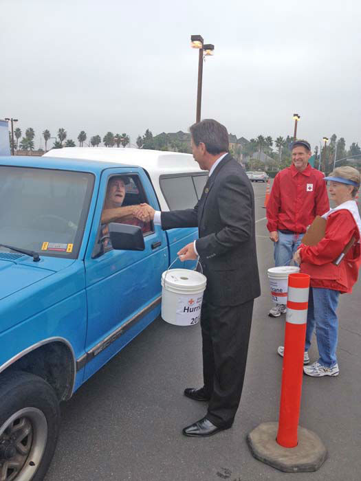 ABC7 Eyewitness News consumer specialist Ric Romero thanks an ABC7 viewer who came out to support our East Coast neighbors devastated by Superstorm Sandy at the Honda Center in Anaheim on Thursday, Nov. 1, 2012. <span class=meta>(KABC)</span>