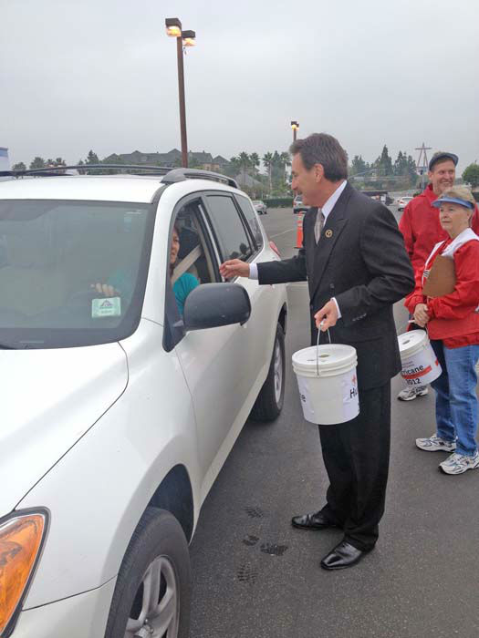 ABC7 Eyewitness News consumer specialist Ric Romero collects a donation from a viewer at our Sandy relief drive at the Honda Center in Anaheim on Thursday, Nov. 1, 2012. <span class=meta>(KABC)</span>