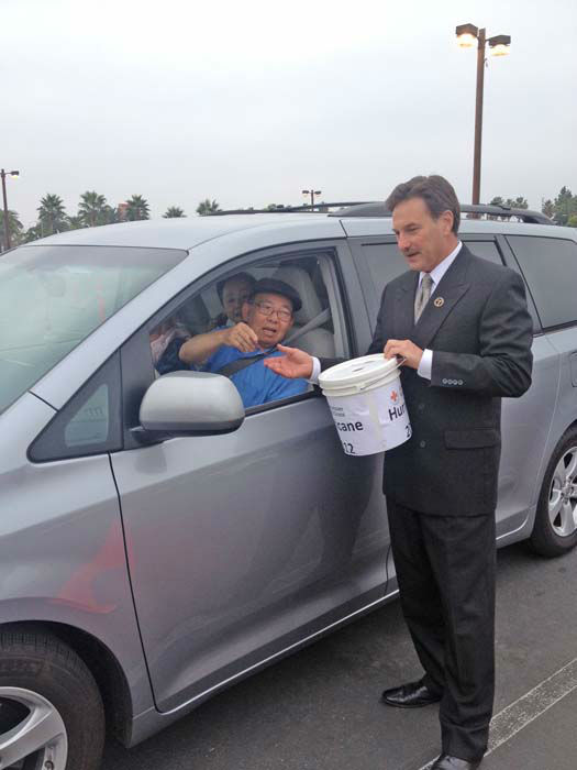 "<div class=""meta image-caption""><div class=""origin-logo origin-image ""><span></span></div><span class=""caption-text"">ABC7 Eyewitness News consumer specialist Ric Romero collects a donation from a viewer at our Sandy relief drive at the Honda Center in Anaheim on Thursday, Nov. 1, 2012. (KABC)</span></div>"