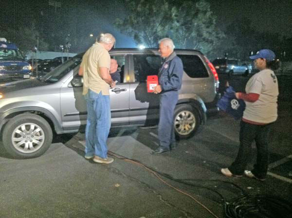 "<div class=""meta ""><span class=""caption-text "">ABC7 Eyewitness News weathercaster Garth Kemp collects a donation from a viewer at our Sandy relief drive at the Rose Bowl in Pasadena on Friday, Nov. 2, 2012. (KABC)</span></div>"