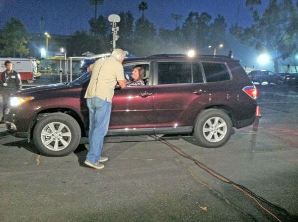 "<div class=""meta ""><span class=""caption-text "">ABC7 Eyewitness News weathercaster Garth Kemp interviews a viewer at our Sandy relief drive at the Rose Bowl in Pasadena on Friday, Nov. 2, 2012. (KABC)</span></div>"