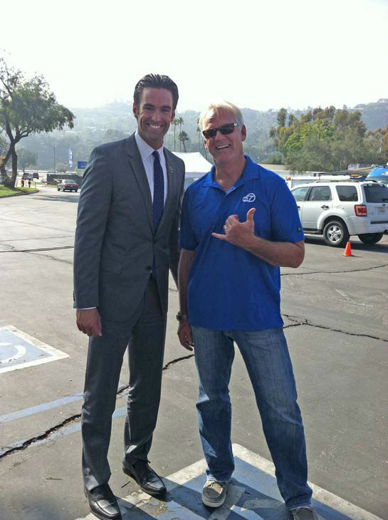 ABC7 Eyewitness News reporter Elex Michaelson and weathercaster Garth Kemp at ABC7&#39;s Sandy Relief drive at the Rose Bowl in Pasadena on Friday, Nov. 2, 2012. <span class=meta>(KABC)</span>