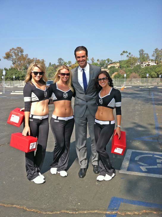 "<div class=""meta ""><span class=""caption-text "">ABC7 Eyewitness News reporter Elex Michaelson and the Los Angeles Kings Ice Crew at ABC7's Sandy Relief drive at the Rose Bowl in Pasadena on Friday, Nov. 2, 2012. (KABC)</span></div>"