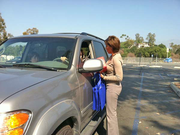 ABC7 Eyewitness News anchor Leslie Sykes collects a donation from a viewer at our Sandy relief drive at the Rose Bowl in Pasadena on Friday, Nov. 2, 2012. <span class=meta>(KABC)</span>