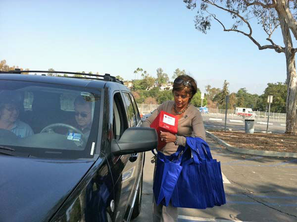 "<div class=""meta ""><span class=""caption-text "">ABC7 Eyewitness News anchor Leslie Sykes collects a donation from a viewer at our Sandy relief drive at the Rose Bowl in Pasadena on Friday, Nov. 2, 2012. (KABC)</span></div>"