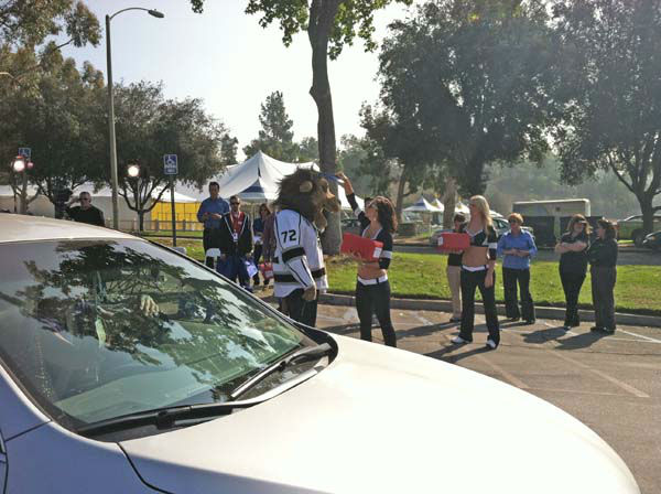 "<div class=""meta ""><span class=""caption-text "">The L.A. Kings Ice Crew and mascot Bailey at ABC7's Sandy Relief drive at the Rose Bowl in Pasadena on Friday, Nov. 2, 2012. (KABC)</span></div>"