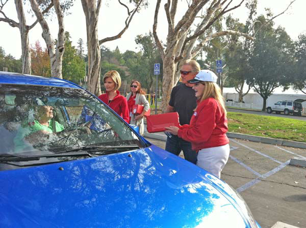 ABC7 Eyewitness News anchor Michelle Tuzee and chief meteorologist Dallas Raines collect a donation from a viewer at our Sandy relief drive at the Rose Bowl in Pasadena on Friday, Nov. 2, 2012. <span class=meta>(KABC)</span>