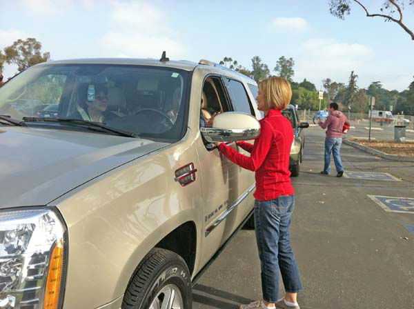 ABC7 Eyewitness News anchor Michelle Tuzee collects a donation from a viewer at our Sandy relief drive at the Rose Bowl in Pasadena on Friday, Nov. 2, 2012. <span class=meta>(KABC)</span>