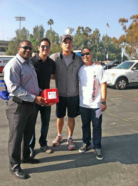 ABC7 Eyewitness News reporter Leo Stallworth, anchor Phillip Palmer and American Red Cross volunteers at the Sandy relief drive at the Rose Bowl in Pasadena on Friday, Nov. 2, 2012. <span class=meta>(KABC)</span>