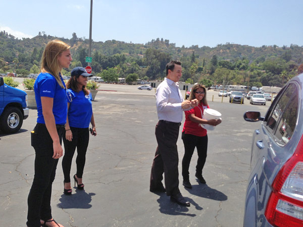 ABC7 Meteorologist Bri Winkler, Morning Traffic Reporter Alysha Del Valle and Entertainment Guru George Pennacchio greet a donor at a fundraising event at the Rose Bowl in Pasadena to help the victims of the Oklahoma tornado on Wednesday, May 22, 2013. <span class=meta>(KABC)</span>