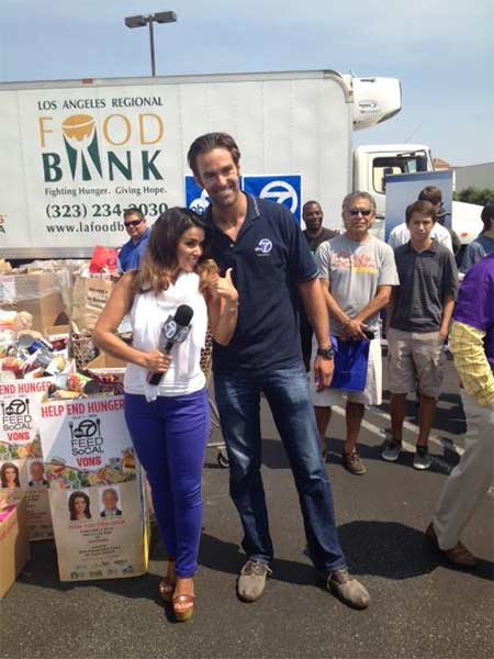 "<div class=""meta ""><span class=""caption-text "">ABC7's Alysha Del Valle and Elex Michaelson pose for a photo during the Feed SoCal event in Culver City on Friday, July 19, 2013. (KABC Photo)</span></div>"