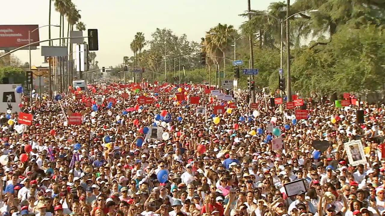 Crowds filled the Los Angeles Memorial Coliseum at Exposition Park for the Entertainment Industry Foundations Revlon Run/Walk for Women on Saturday, May 11, 2013.