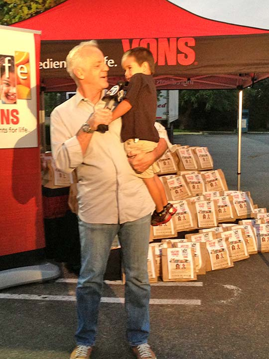 ABC7 Weathercaster Garth Kemp poses with Albert, who donated five bags of food to the Feed SoCal event in Thousand Oaks on Friday, July 19, 2013. <span class=meta>(KABC Photo)</span>