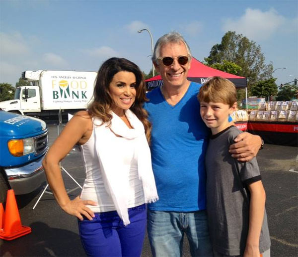 "<div class=""meta ""><span class=""caption-text "">ABC7's Alysha Del Valle poses with two donors, who came out to support the Feed SoCal event in Culver City on Friday, July 19, 2013. (KABC Photo)</span></div>"