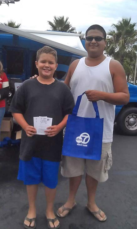 "<div class=""meta ""><span class=""caption-text "">Generous donors from Fontana pose for a photo at the Feed SoCal food drive in Ontario on Friday, July 26, 2013. (KABC Photo)</span></div>"