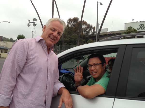 "<div class=""meta ""><span class=""caption-text "">ABC7 Weathercaster Garth Kemp greets a donor who came out to the Rose Bowl in Pasadena to help the Red Cross raise funds for the victims of the Oklahoma tornado on Wednesday, May 22, 2013. (KABC)</span></div>"