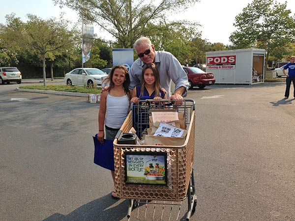 "<div class=""meta ""><span class=""caption-text "">ABC7 Weathercaster Garth Kemp poses with Samantha and Sydney from Agoura Hills, who came out to support the Feed SoCal event in Thousand Oaks on Friday, July 19, 2013. (KABC Photo)</span></div>"
