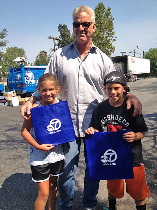ABC7 Weathercaster Garth Kemp poses with Kamryn and Carson from Simi Valley, who donated food