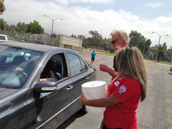 ABC7 Meteorologist Dallas Raines greets a donor at a fundraising event at the Rose Bowl in Pasadena to help the victims of the Oklahoma tornado on Wednesday, May 22, 2013. <span class=meta>(KABC)</span>