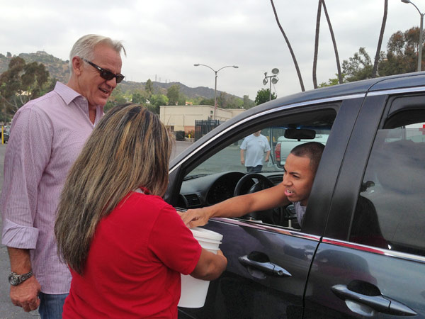 ABC7 Weathercaster Garth Kemp greets a donor at a fundraising event at the Rose Bowl in Pasadena to help the victims of the Oklahoma tornado on Wednesday, May 22, 2013. <span class=meta>(KABC)</span>