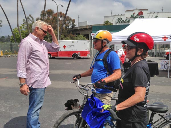 "<div class=""meta ""><span class=""caption-text "">ABC7 Weathercaster Garth Kemp greets donors on their bikes at a fundraising event at the Rose Bowl in Pasadena to help the victims of the Oklahoma tornado on Wednesday, May 22, 2013. (KABC)</span></div>"