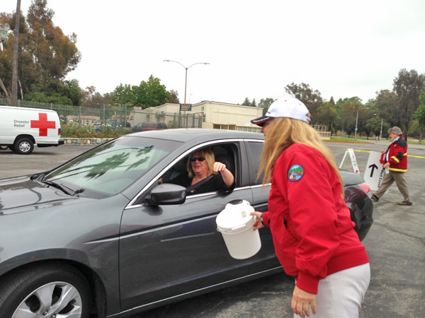 A donor gives money to the Red Cross at the Rose Bowl in Pasadena to help the victims of the Oklahoma tornado on Wednesday, May 22, 2013. <span class=meta>(KABC)</span>