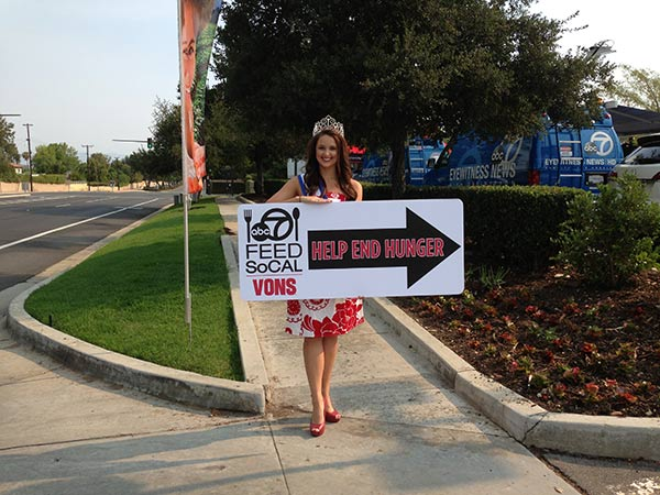 Miss California Coed Shelise Hufstetler poses with a sign at the Feed SoCal event in Thousand Oaks on Friday, July 19, 2013. <span class=meta>(KABC Photo)</span>