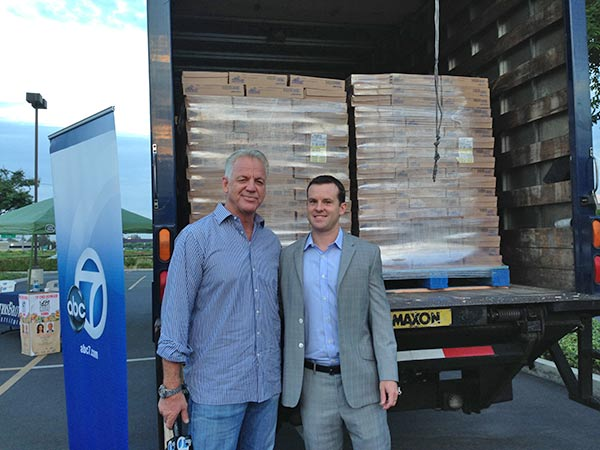 "<div class=""meta ""><span class=""caption-text "">ABC7 Weathercaster Garth Kemp poses with Rit Mathis at the Feed SoCal event in Ontario on Friday, July 26, 2013. (KABC Photo)</span></div>"