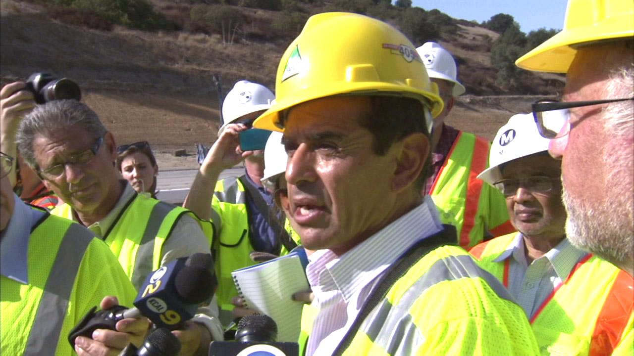 Los Angeles Mayor Antonio Villaraigosa and members of the media got a tour of the I-405 work site on Saturday, Sept. 29, 2012.