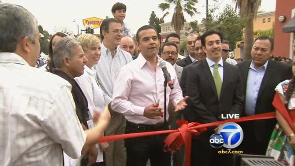Los Angeles Mayor Antonio Villaraigosa prepares to cut the ceremonial ribbon before the 65th annual Mexican Independence Day Parade in East Los Angeles on Saturday, Sept. 10, 2011.