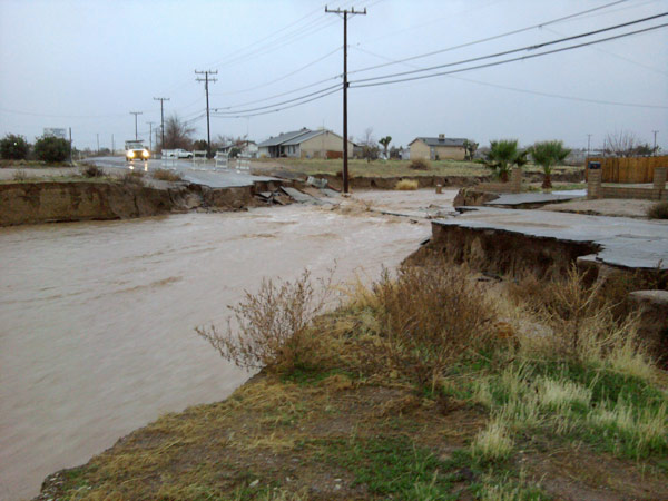 ABC7 viewer Lydia Scaccianoce sent in this photo of flooding in Hesperia on Monday, Dec. 20, 2010.   When You Witness breaking news, or even something extraordinary, send pictures and video to video@myabc7.com, or send them to @abc7 on Twitter <span class=meta>(ABC7 viewer Lydia Scaccianoce of Apple Valley)</span>