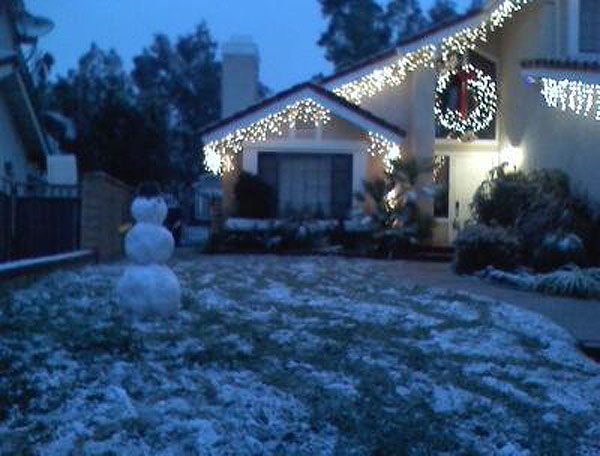 ABC7 viewer Kathy Quigley sent in this photo of a snowman in Santa Clarita, Calif. on Sunday Jan. 2, 2011.  When You Witness breaking news, or even something extraordinary, send pictures and video to video@myabc7.com, or send them to @abc7 on Twitter <span class=meta>(ABC7 viewer Kathy Quigley)</span>