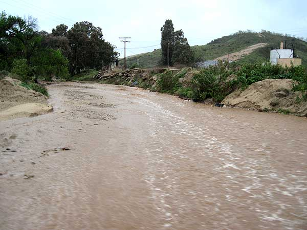 ABC7 viewer Kristie Dice sent in this photo of flooding in Castaic, Calif., on Sunday March 20, 2011.  When You Witness breaking news, or even something extraordinary, send pictures and video to video@myabc7.com, or send them to @abc7 on Twitter <span class=meta>(KABC photo &#47; Kristie Dice)</span>