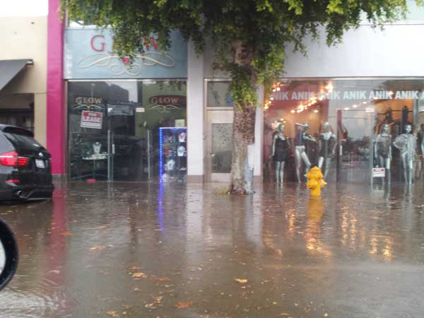 "<div class=""meta image-caption""><div class=""origin-logo origin-image ""><span></span></div><span class=""caption-text"">ABC7 viewer Ami sent in this photo of rain flooding the 7000 block of Melrose Avenue in Los Angeles, Calif. on Sunday Nov. 20, 2011.  When You Witness breaking news, or even something extraordinary, send pictures and video to video@myabc7.com, or send them to @abc7 on Twitter (KABC photo/  Ami)</span></div>"