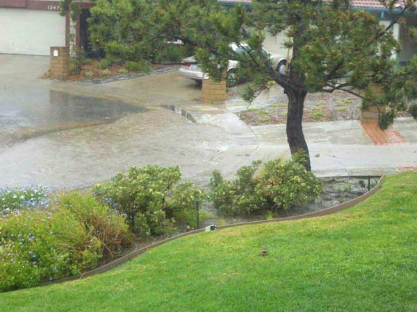 "<div class=""meta ""><span class=""caption-text "">ABC7 viewer Jon Norris posted this photo on the ABC7 Facebook page of flood in Granada Hills as a powerful storm passed over Southern California on Sunday March, 25, 2012.   When You Witness breaking news, or even something extraordinary, send pictures and video to video@myabc7.com, or send them to @abc7 on Twitter or our ABC7 Facebook page.  (ABC7 viewer Jon Norris)</span></div>"