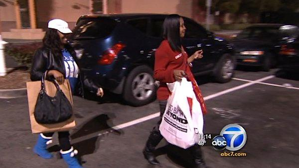 Southland shoppers undeterred by cold temps