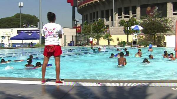 Angelenos find ways to stay cool in heat