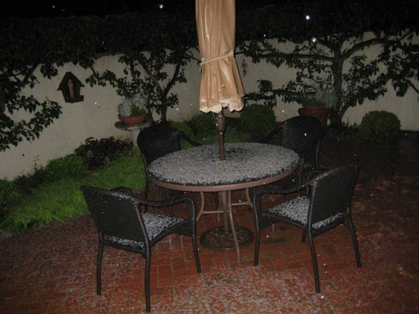 "<div class=""meta ""><span class=""caption-text "">ABC7 viewer Richard Holmen sent in this photo of hail in Corona del Mar, Calif. on Friday, April 8, 2011.  When You Witness breaking news, or even something extraordinary, send pictures and video to video@myabc7.com, or send them to @abc7 on Twitter  (KABC photo/ Richard Holmen)</span></div>"