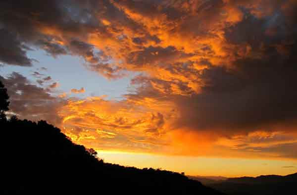 ABC7 viewer Bob Gurr sent in this photo of clouds at Tujunga, Los Angeles, Calif. on Friday Sept. 30, 2011.  When You Witness breaking news, or even something extraordinary, send pictures and video to video@myabc7.com, or send them to @abc7 on Twitter <span class=meta>(KABC photo&#47; Bob Gurr)</span>