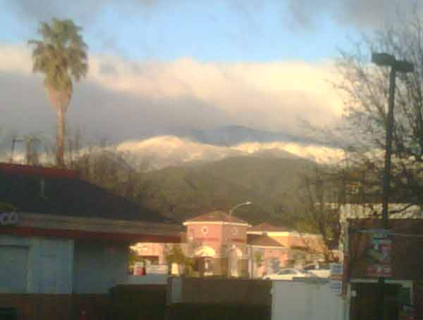 "<div class=""meta image-caption""><div class=""origin-logo origin-image ""><span></span></div><span class=""caption-text"">ABC7 viewer Giovanni Marone sent in this photo of snow in Lake Elsinore, Calif. on Sunday, Feb. 20, 2011.  When You Witness breaking news, or even something extraordinary, send pictures and video to video@myabc7.com, or send them to @abc7 on Twitter (KABC photo/Giovanni Marone)</span></div>"
