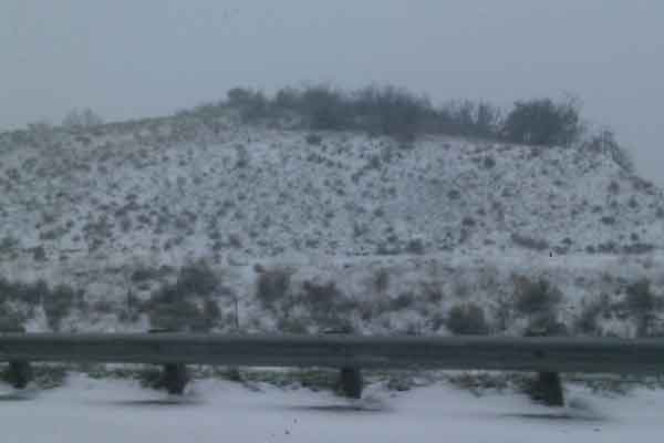 "<div class=""meta ""><span class=""caption-text "">ABC7 viewer Cesar Torres from Montebello, Calif. sent in this photo of snow in Frazier Mountain on Sunday Jan. 2, 2011.  When You Witness breaking news, or even something extraordinary, send pictures and video to video@myabc7.com, or send them to @abc7 on Twitter (ABC7 viewer Cesar Torres)</span></div>"