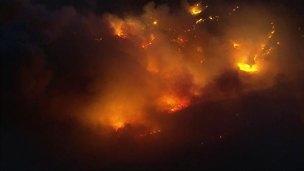 AIR7 HD captured this aerial view of a wildfire burning in Camarillo on Th