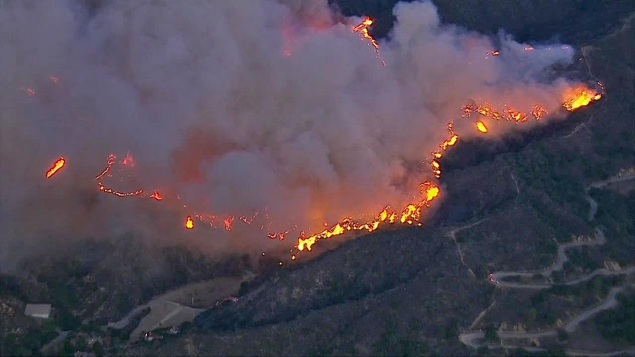 A fast-moving brush fire erupted in the foothills above Glendora early Thursday morning, threatening homes in the area.