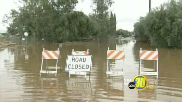Heavy rains bring new flooding hazards to Tulare Co