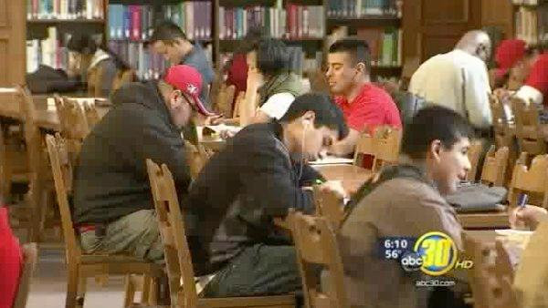 Fresno students take advantage of financial aid